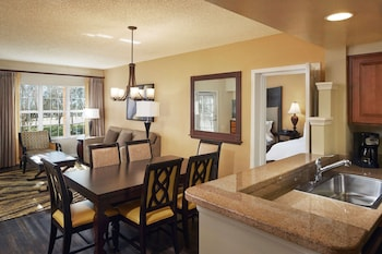 Suite, 2 Bedrooms, Accessible (Hearing, Roll-in Shower)