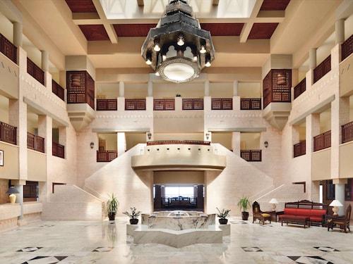 . Movenpick Nabatean Castle Hotel