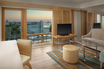 Suite, 1 King Bed, Balcony, Ocean View