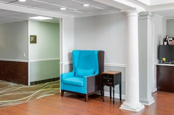 Lobby Sitting Area at Quality Inn Pooler - Savannah I-95 in Pooler