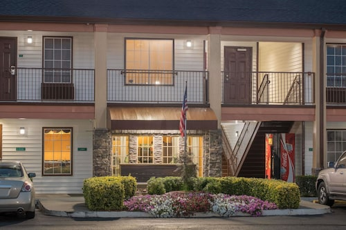 . Travelodge by Wyndham Commerce GA Near Tanger Outlets Mall
