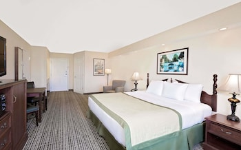 Guestroom at Baymont by Wyndham Georgetown/Near Georgetown Marina in Georgetown
