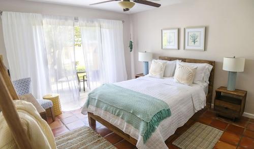 . Villa Montana Beach Resort