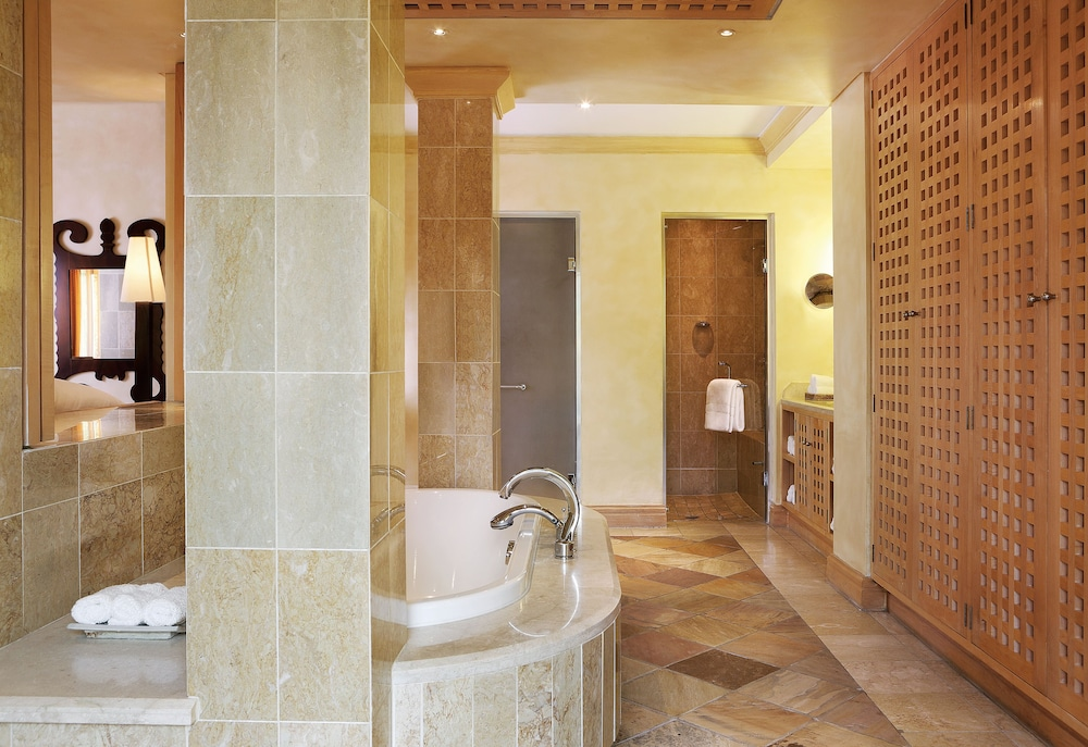 https://i.travelapi.com/hotels/1000000/580000/574000/573947/15a1acf2_z.jpg