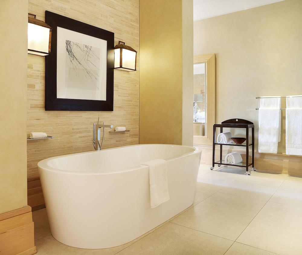 https://i.travelapi.com/hotels/1000000/580000/574000/573947/1e483d0d_z.jpg
