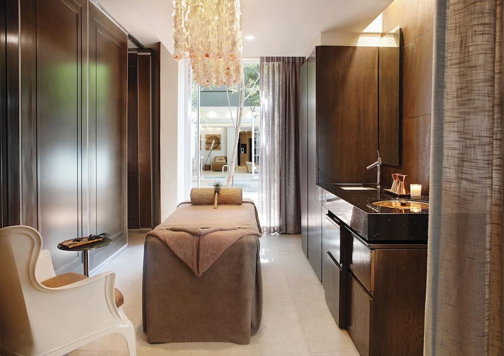https://i.travelapi.com/hotels/1000000/580000/574000/573947/548b55ea_z.jpg