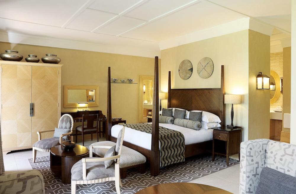 https://i.travelapi.com/hotels/1000000/580000/574000/573947/bed4d3c6_z.jpg