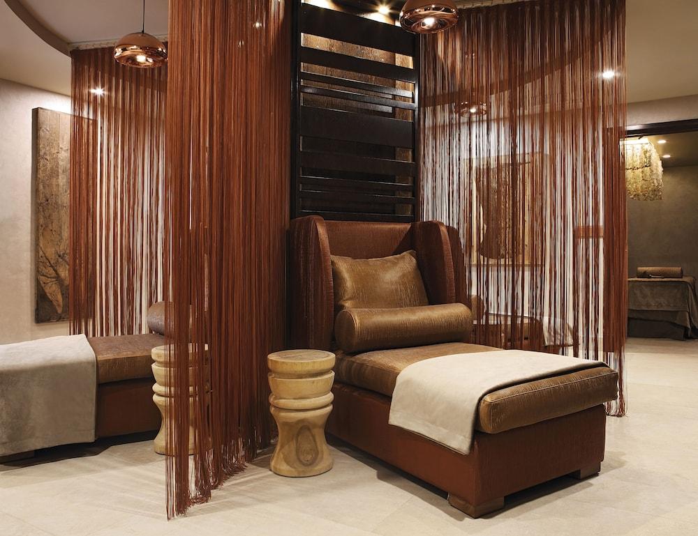 https://i.travelapi.com/hotels/1000000/580000/574000/573947/db233ebd_z.jpg