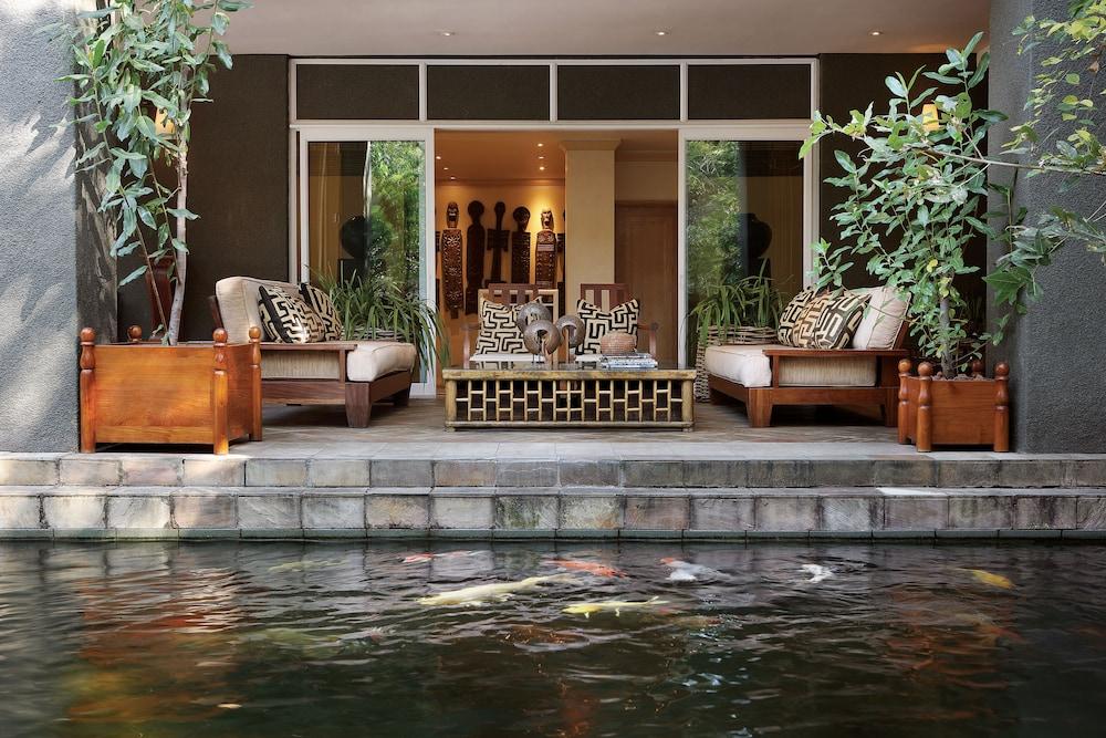 https://i.travelapi.com/hotels/1000000/580000/574000/573947/ddf30268_z.jpg