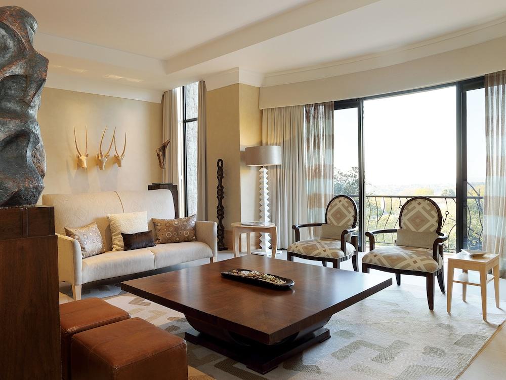 https://i.travelapi.com/hotels/1000000/580000/574000/573947/e5ca2410_z.jpg