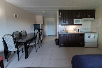 Family Room, 2 Double Beds, Private Bathroom
