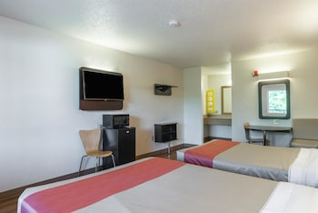 Deluxe Room, 1 King Bed, Smoking, Hot Tub