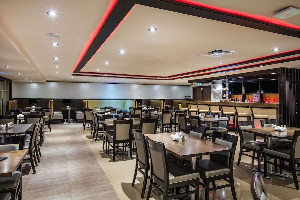 라마다 바이 윈덤 잭슨스 포인트(Ramada by Wyndham Jacksons Point) Hotel Image 25 - Restaurant