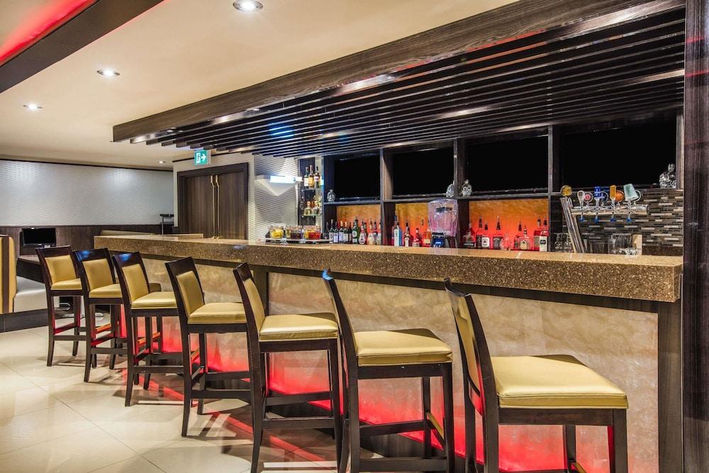 라마다 바이 윈덤 잭슨스 포인트(Ramada by Wyndham Jacksons Point) Hotel Image 26 - Hotel Bar