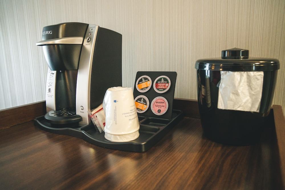라마다 바이 윈덤 잭슨스 포인트(Ramada by Wyndham Jacksons Point) Hotel Image 22 - Coffee Service