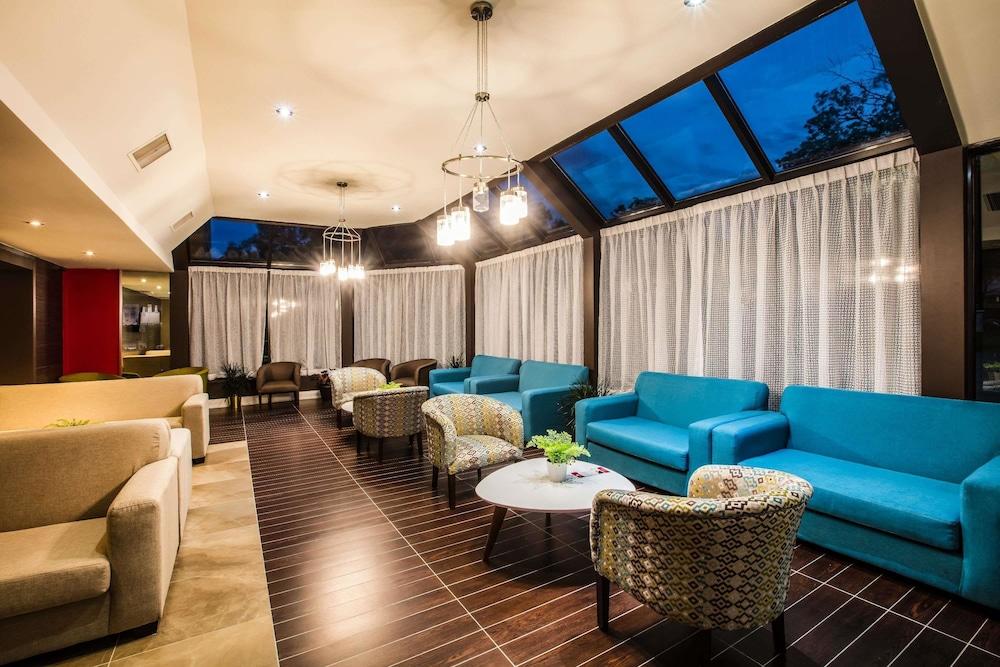 라마다 바이 윈덤 잭슨스 포인트(Ramada by Wyndham Jacksons Point) Hotel Image 2 - Lobby