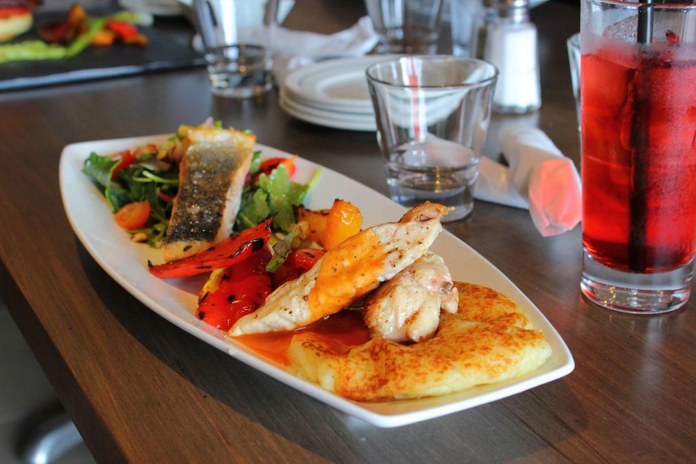 라마다 바이 윈덤 잭슨스 포인트(Ramada by Wyndham Jacksons Point) Hotel Image 24 - Restaurant