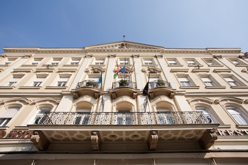 . Pannonia Hotel