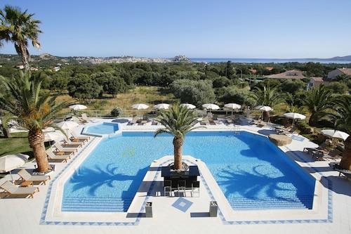 __{offers.Best_flights}__ Hotel Corsica