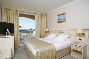 Classic Tek Büyük Veya İki Ayrı Yataklı Oda, Kısmi Deniz Manzaralı
