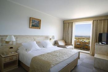Deluxe Tek Büyük Yataklı Oda, Kısmi Deniz Manzaralı