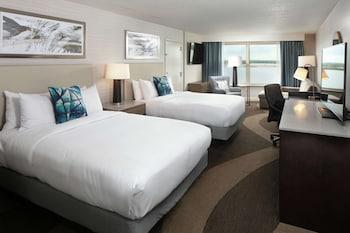 Deluxe Room, 2 Queen Beds (Roll-In Shower)