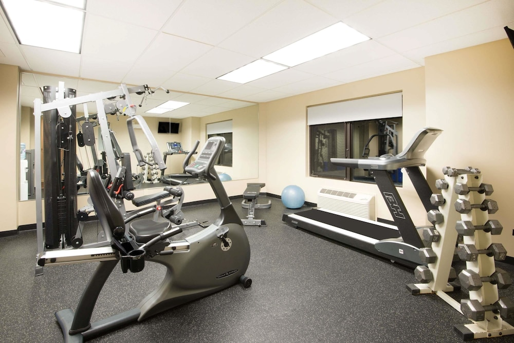 Health and Fitness : Fitness Facility 28 of 116