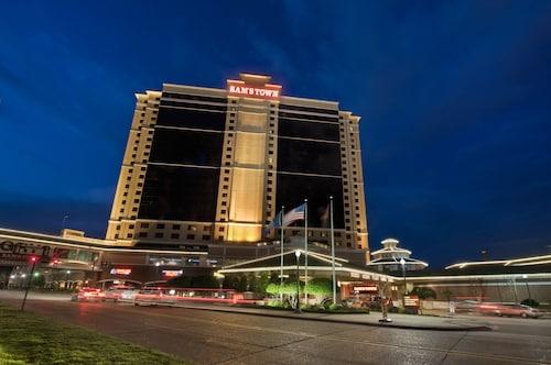 . Sam's Town Hotel and Casino (Shreveport)