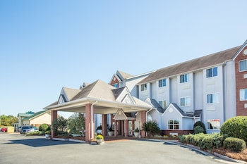 Microtel Inn & Suites by Wyndham Tifton photo