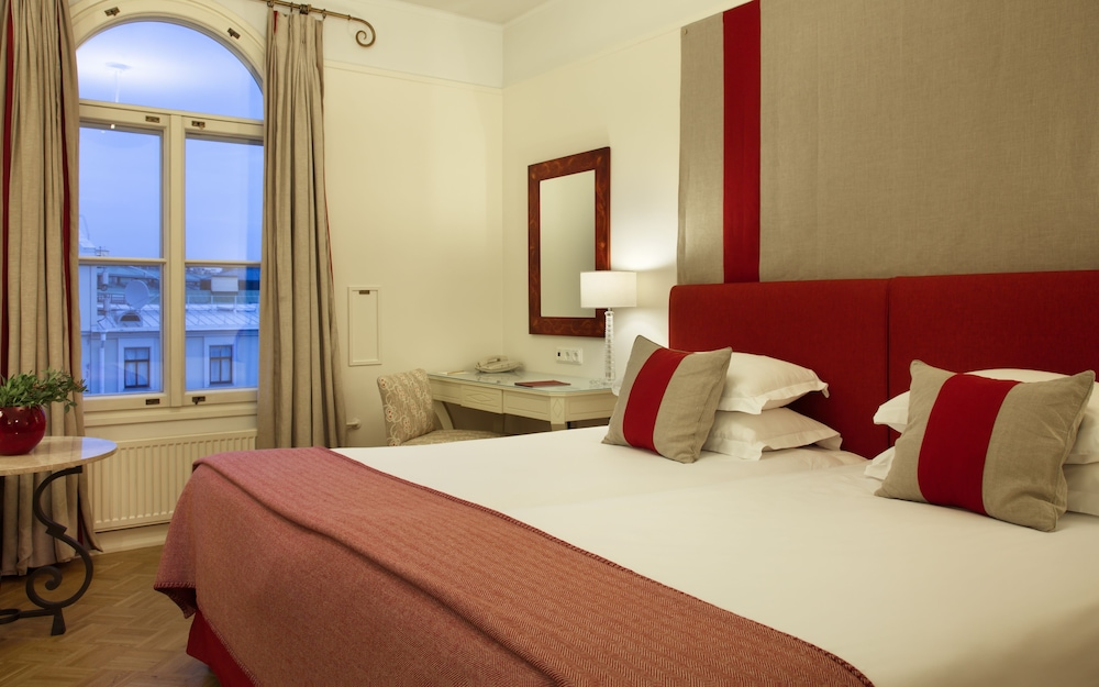 https://i.travelapi.com/hotels/1000000/580000/578700/578663/2a0b6c6b_z.jpg