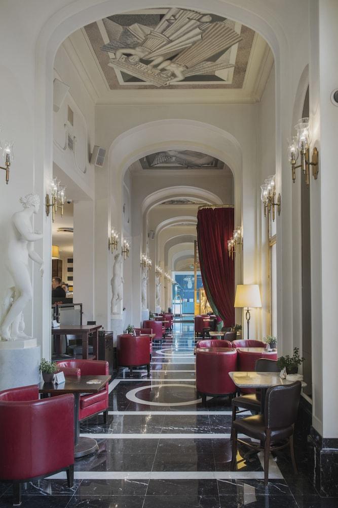 https://i.travelapi.com/hotels/1000000/580000/578700/578663/3b1254fa_z.jpg