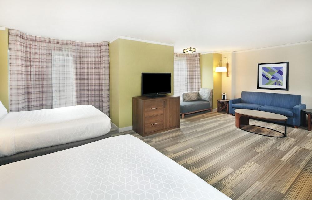 Room, 2 Queen Beds, Non Smoking, View