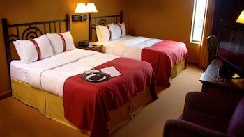 Room, 2 Queen Beds, Non Smoking, Poolside