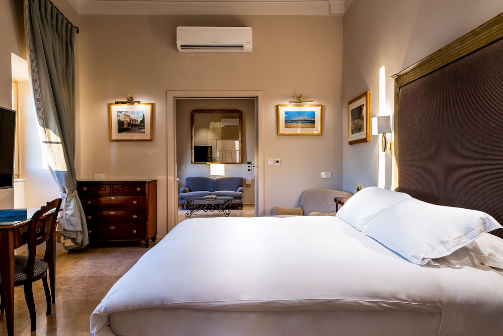 https://i.travelapi.com/hotels/1000000/580000/579600/579563/3db740f1_z.jpg