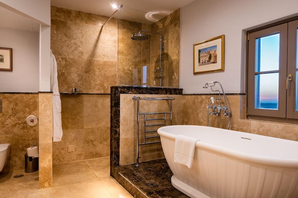 https://i.travelapi.com/hotels/1000000/580000/579600/579563/525f5195_z.jpg