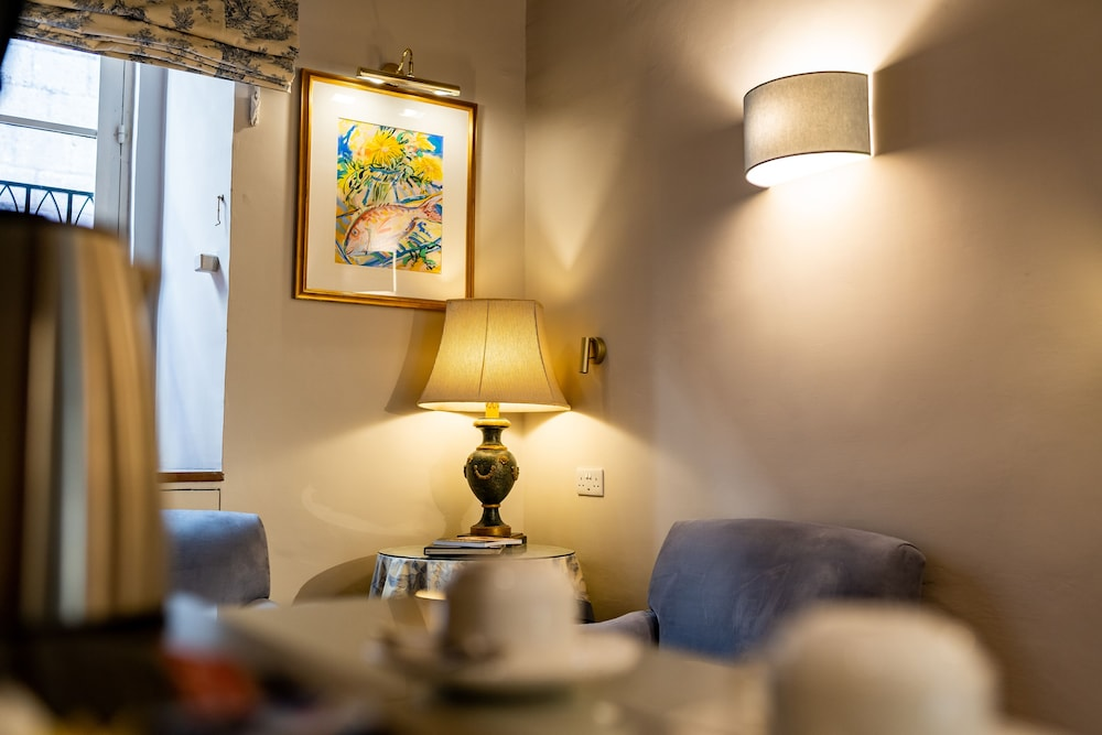 https://i.travelapi.com/hotels/1000000/580000/579600/579563/78e9ad6b_z.jpg
