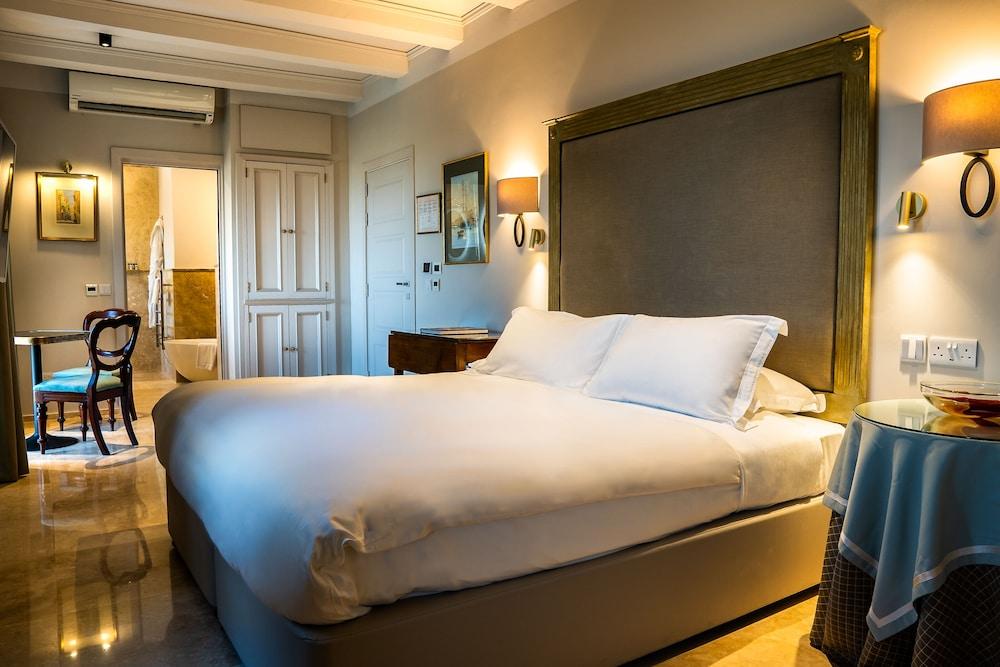 https://i.travelapi.com/hotels/1000000/580000/579600/579563/903ff09f_z.jpg