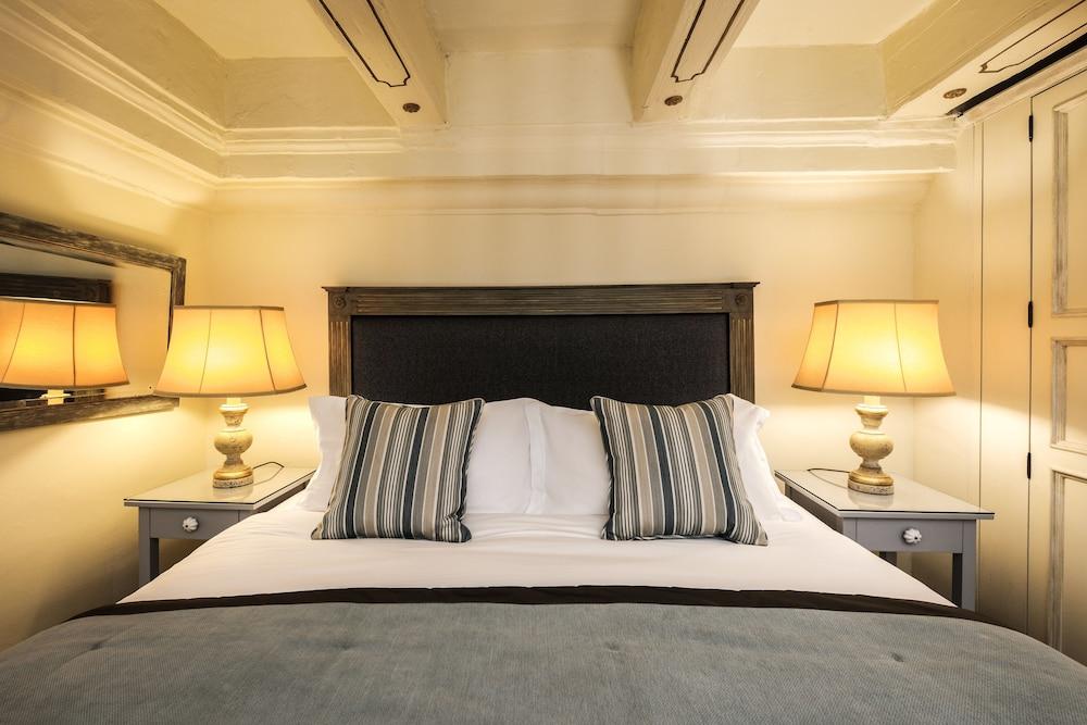 https://i.travelapi.com/hotels/1000000/580000/579600/579563/d7d28f85_z.jpg
