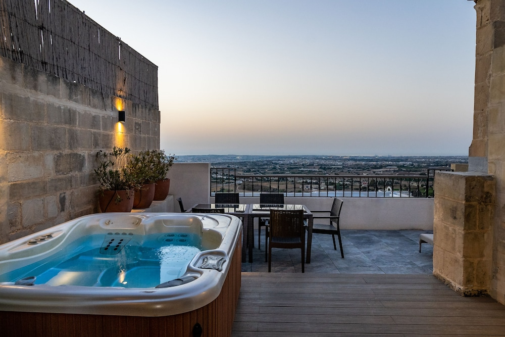 https://i.travelapi.com/hotels/1000000/580000/579600/579563/f5751f9f_z.jpg