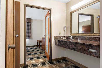 Rochester Vacations - Quality Inn - Property Image 1