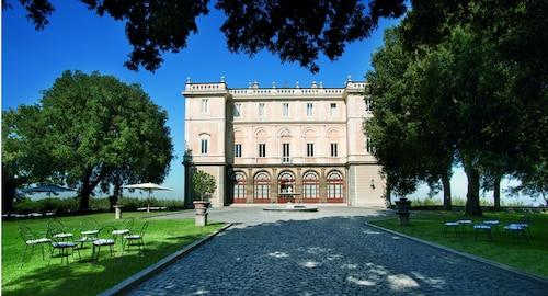 . Parkhotel Villa Grazioli