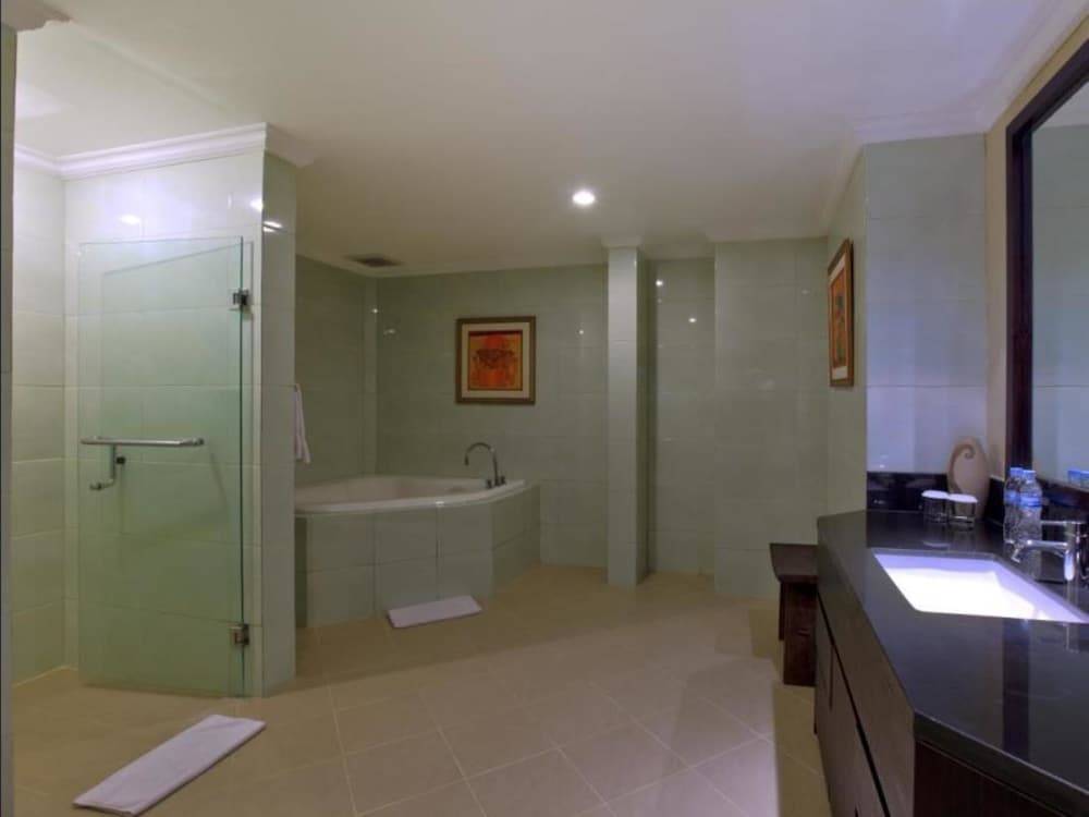 더 탄정 베노아 비치 리조트 - 발리(The Tanjung Benoa Beach Resort - Bali) Hotel Image 30 - Bathroom