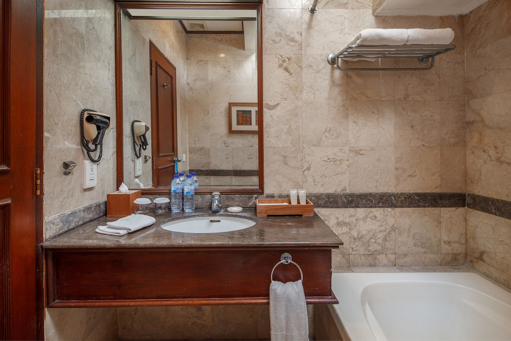 더 탄정 베노아 비치 리조트 - 발리(The Tanjung Benoa Beach Resort - Bali) Hotel Image 33 - Bathroom