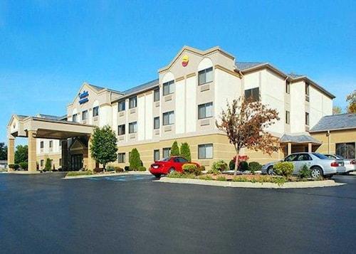 . Comfort Inn & Suites Jackson