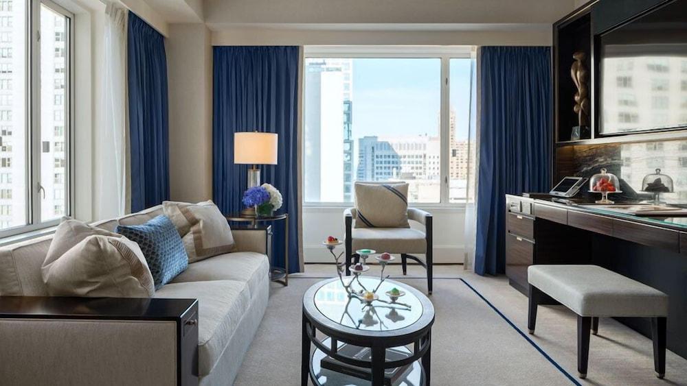 Deluxe Suite, 2 Double Beds