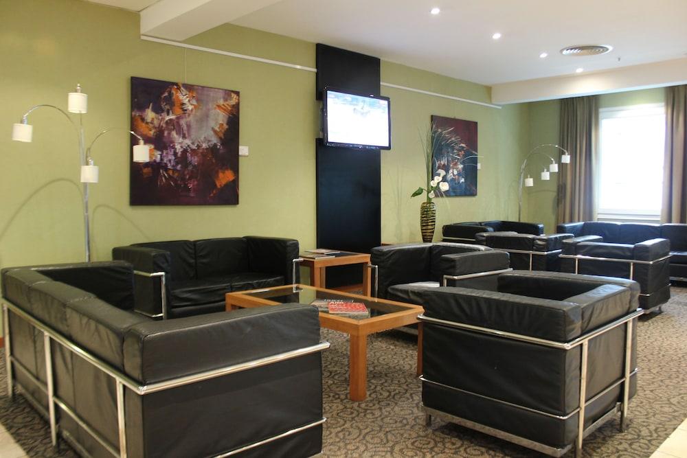 아에로파르케 인 & 스위트(Aeroparque Inn and Suites) Hotel Image 1 - Lobby Sitting Area