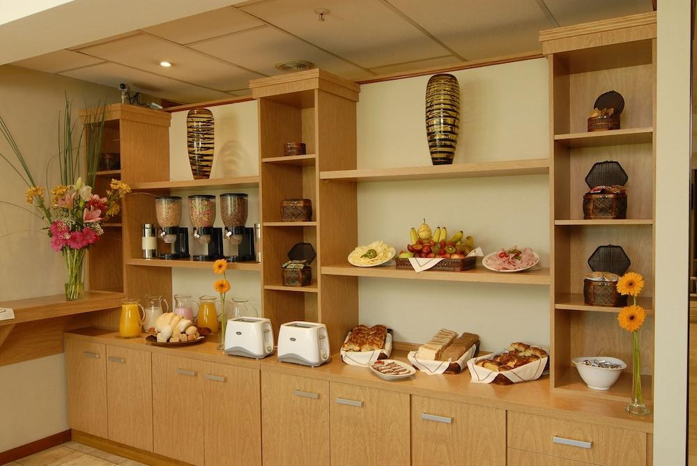 아에로파르케 인 & 스위트(Aeroparque Inn and Suites) Hotel Image 18 - Breakfast Area