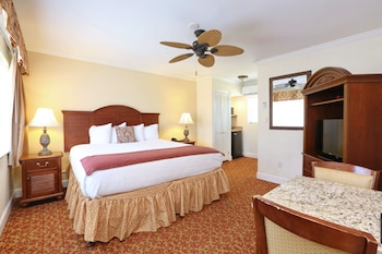 Standard Room, 1 King Bed, Pool Area
