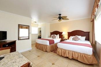 Standard Room, 2 Queen Beds, Pool Area