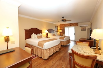 Deluxe Room, Partial Oceanview, 2 Queen Beds, Balcony